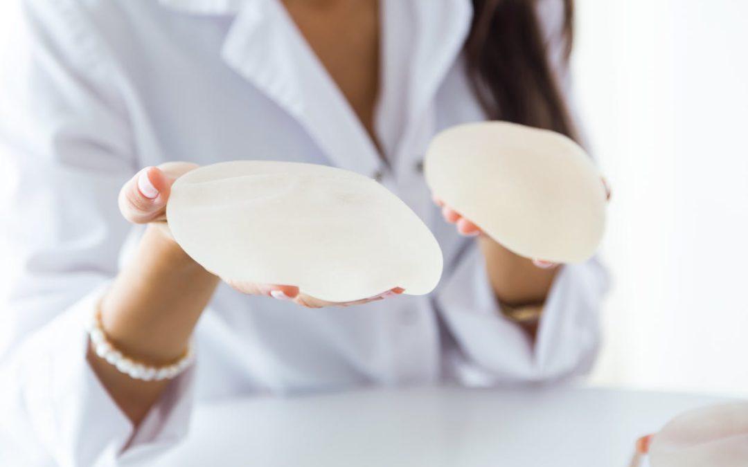 Augmentation mammaire par pose d'implants